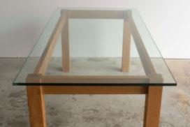 Design Tisch aus Glas und Holz (1)