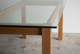 Design Tisch aus Glas und Holz (7)